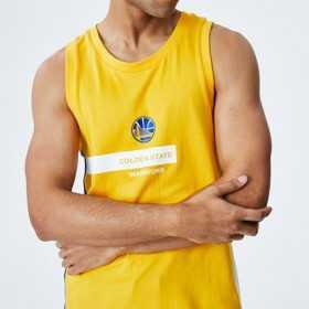 Estibador NBA Golden State Warriors New Era Block Wordmark Yellow para hombre